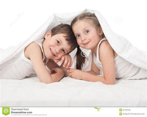 imagenes niños alegres ni 241 os alegres en cama im 225 genes de archivo libres de