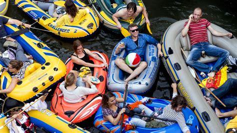 opblaasboot utrecht lekker dobberen en chillen op het water tijdens gouda