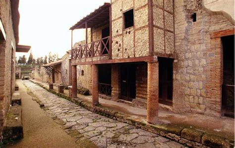 habitats  herculaneum  early roman interior decoration