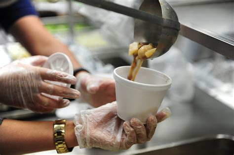 Homeless Soup Kitchen Volunteer by How To Find Volunteer Opportunities In Your Area Apartmentguide