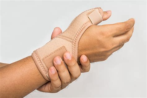 keepers thumb what is gamekeeper s thumb wristsupports co uk