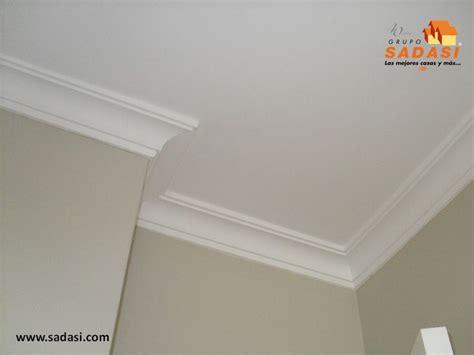 molduras para techos interiores m 225 s de 25 ideas fant 225 sticas sobre molduras de techo en