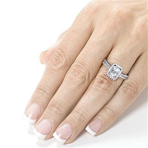 Wedding Rings Go On What Finger by What Does An Engagement Ring Go On Wedding Ideas