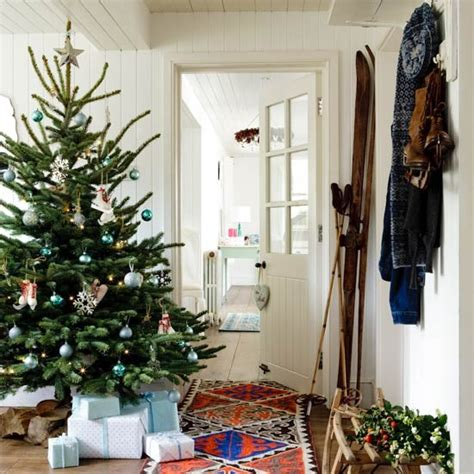 country homes and interiors christmas opt for a bold runner country christmas decorating ideas