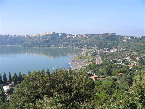 La Lago Castel Gandolfo by Castel Gandolfo