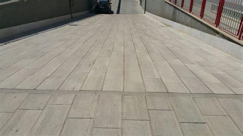 pietra di trani pavimenti offerta pavimento in pietra di trani rigata antiscivolo