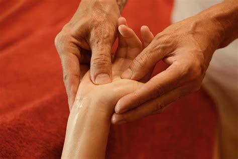 step  step hand reflexology  treatment guide