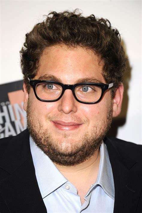 fat actor beard curly hair jonah hill disciple de leonardo dicaprio dans le loup de