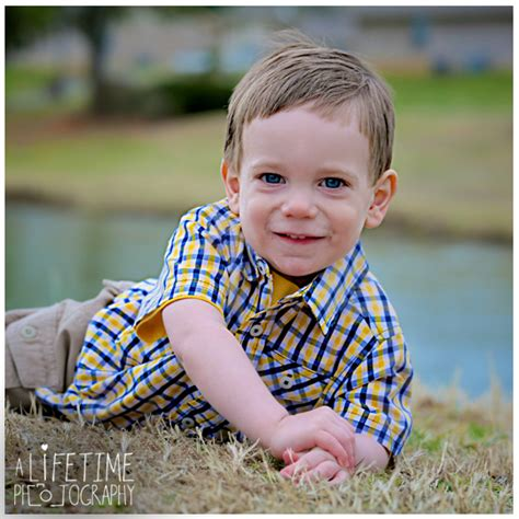 pictures of two year old boys alex 2 year old boy child photographer sevierville pigeon