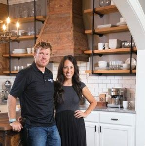 joanna gaines parents chip gaines bio age married and net worth stardom place