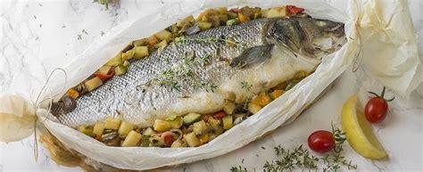 come cucinare la spigola al cartoccio ricetta spigola al cartoccio con verdure di stagione