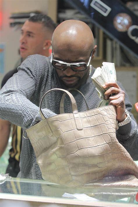 floyd mayweather money bag ridiculousness flashin the cash floyd mayweather pays for
