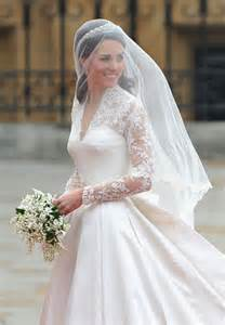 Memorable wedding dresses long trains and veils photo 2