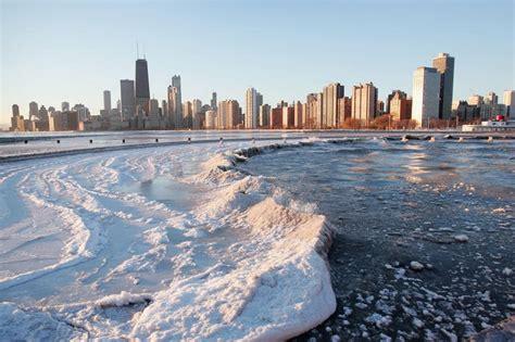 along with the gods chicago ghiaccio sul lago michigan chicago 3 dicembre 2004