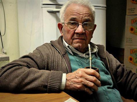 abuelo desnudo meando video abuelos meando en public toilet guarda especial para el abuelo