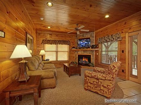 gatlinburg 2 bedroom cabins gatlinburg cabin viewtopia 2 bedroom sleeps 10