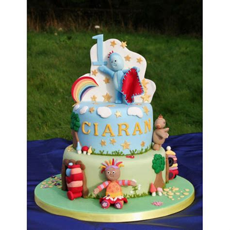 Cake Decorating by In The Night Garden