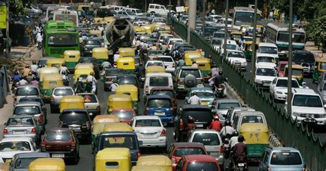 delhi police  facebook  track scofflaw drivers