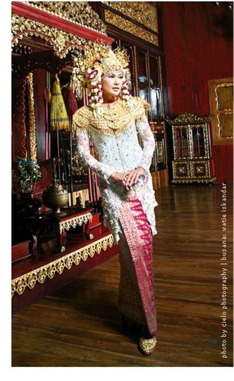 Kain Songket Tenun Palembang 12 samba palembang and kebaya on