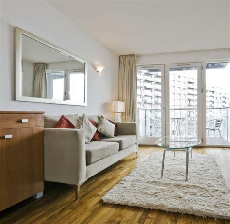weisser teppich wohnzimmer wohnzimmer mit m 246 beln aus helles holz mit orange