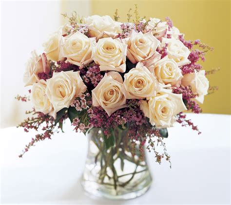 wedding flower arrangements roses flowers wedding wedding flowers flowers magazine