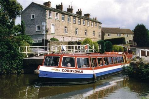 buy a boat leeds summer canal boat cruise for 2 leeds wowcher