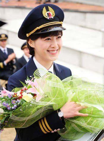 Seragam Home Care ku hye sun bertransformasi jadi pilot di foto terbaru