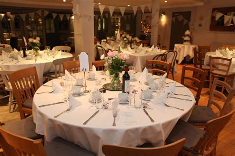 wedding table decorations round tables light pink and