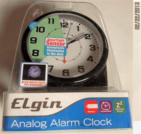 amazoncom elgin  battery operated analog alarm clock electronic alarm clocks