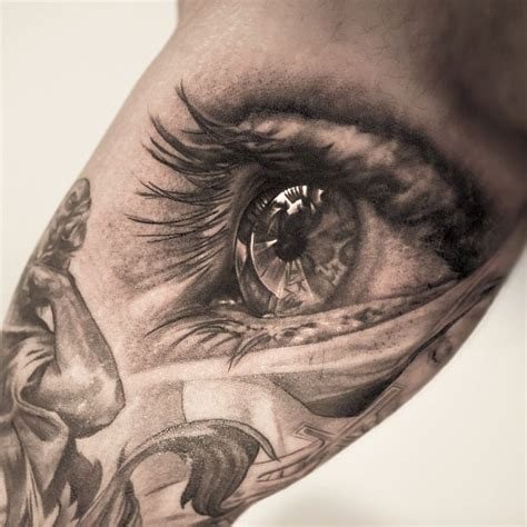eyeball tattoo artist this awesome photo realistic eye tattoo is by niki norberg