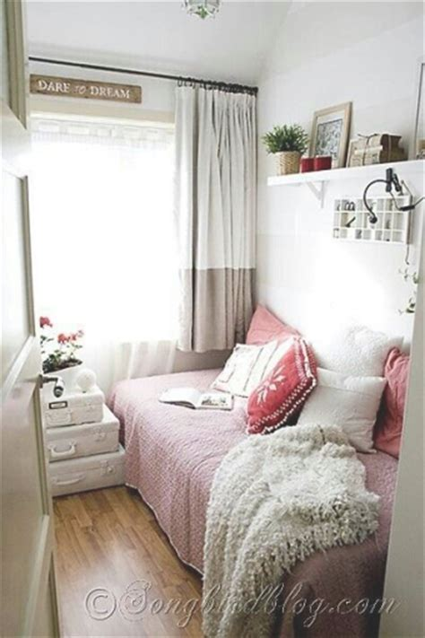 ideas for decorating a small bedroom 25 best ideas about small bedrooms on pinterest