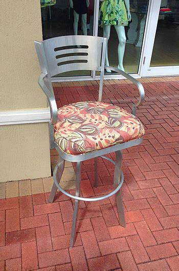 34 Outdoor Bar Stools by Outdoor Aluminum 34 Inch Swivel Bar Stool With Arms Alfa