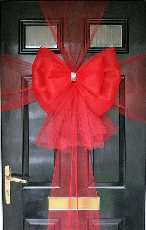 step  step guide  making  festive bow  door