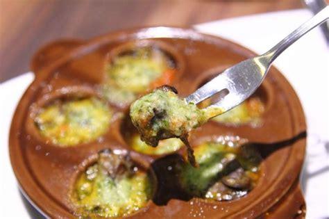 come si cucinano le lumache di mare ricetta zuppa di maruzzelle le lumachine di mare