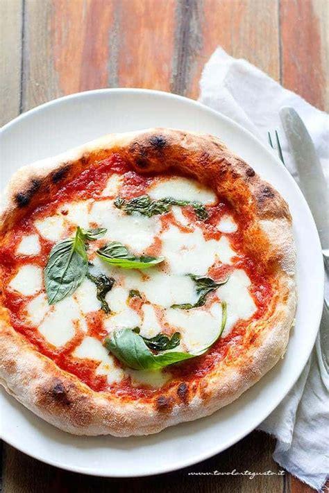 ricetta pizza fatta in casa pizza fatta in casa buona come in pizzeria ricetta pizza