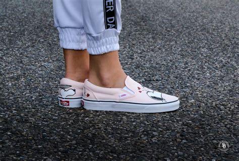 Sepatu Sneakers Vans Peanuts Slip On Smack vans x peanuts classic slip on smack pearl vn0a38f7oqv