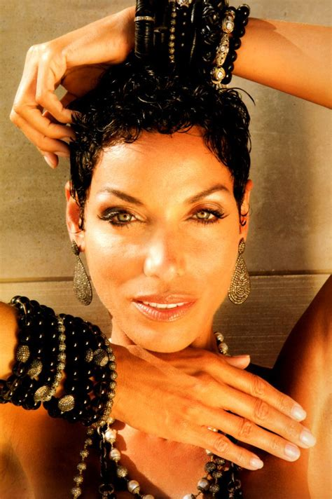 waitress hairstyle shoter hair nicole murphy sexy short hair the pixie cut