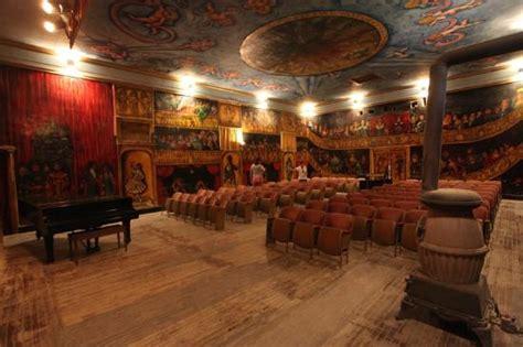 amargosa opera house le fameux opera de marta becket peint par ses soins picture of amargosa opera house