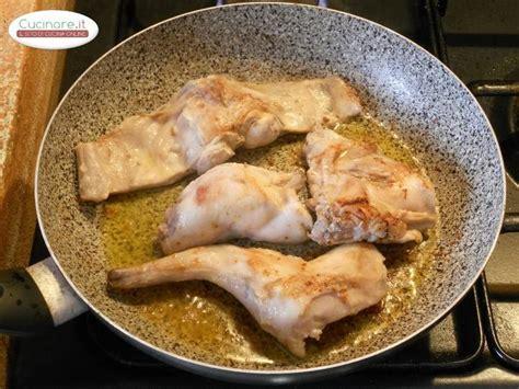 cucinare il coniglio a pezzi ricetta coniglio arrosto cucinare it