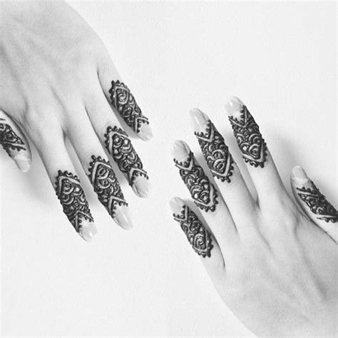 simple mehndi designs for fingers threads