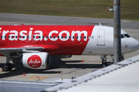 airasia flight from perth to bali plummets 20 000 feet cnn airasia flight from perth to bali plunges 20 000 feet mid air