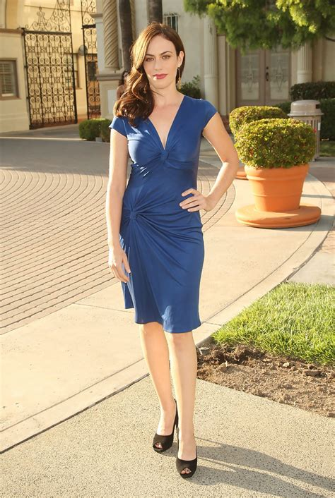 does mavgie siff wear extensions maggie siff day dress maggie siff looks stylebistro