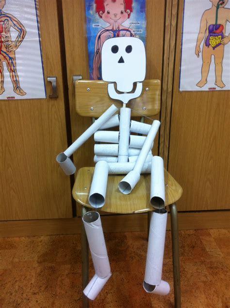 imagenes de partes del cuerpo con material reciclado esqueleto hecho con rollos de papel higi 233 nico y de cocina
