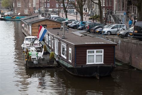 file nuremberg house over water jpg wikimedia commons houseboat wikipedia autos post