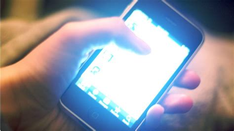 blue light  electronics disturbs sleep