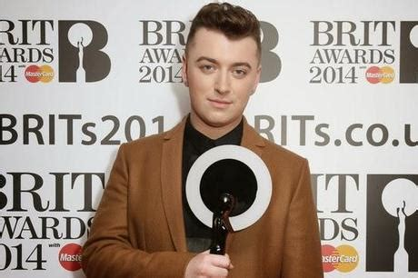 testo stay with me sam smith sam smith entra per la prima volta nella top5 billboard