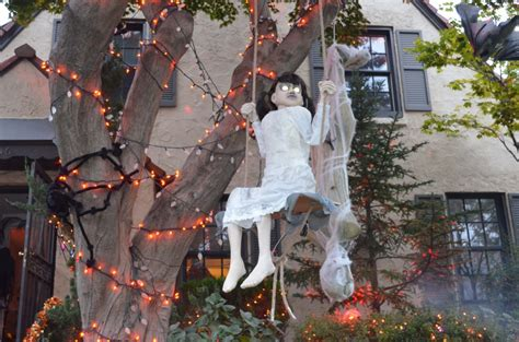 how to make scary halloween decorations at home trick or treat marinobambinos