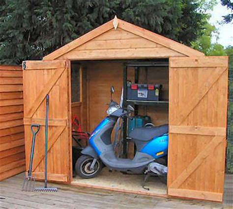 How To Build Shed Doors by How To Build A Simple Shed Door Discover Woodworking