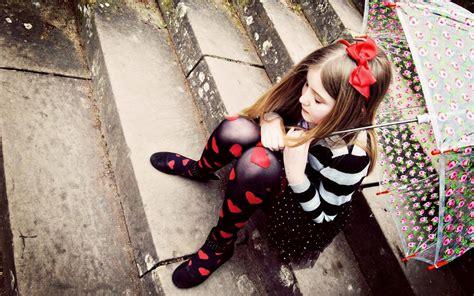 imagenes fashion love banco de fotos ni 241 a triste con una paraguas imagen triste