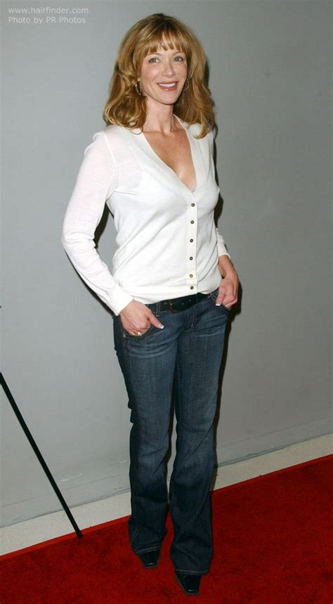 lauren holly with long hair styled to keep it bouncy for